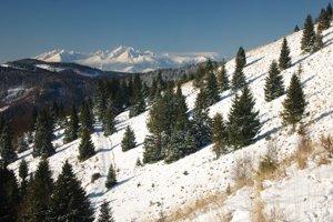 Západ z úpätia Čierhohuzca, jedného z mála krajinársky ešte pekných zákutí v tomto pohorí.