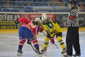 Hokejistka Michaela Hana Hajniková (vpravo).