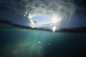 Topiaci sa ľad nad Grónskom sa vytvára zložitú sieť prepojených jazier. Bude ubúdať rýchlejšie ako sa doteraz predpokladalo.