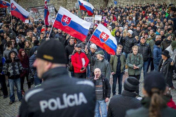 Polícia počas pochodu v Bratislave.