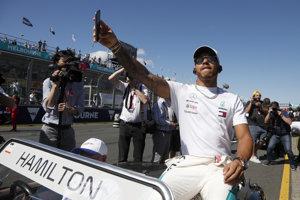 Lewis Hamilton neudržal líderskú pozíciu a v Austrálii sa musel uspokojiť s druhým miestom.