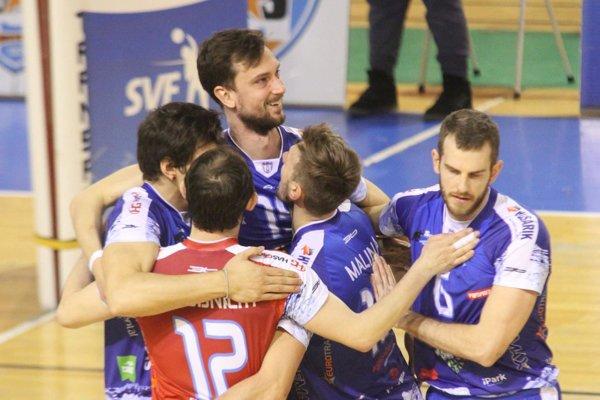 Miloš Hornik (na snímke najvyššie) verí, že Nitra odohrá vo finále s Prievidzou kvalitné zápasy.