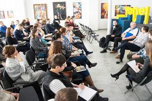 Konferencia s mladými pre mladých.