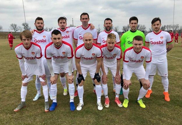 V takejto základnej zostave nastúpili futbalisti ŠK Báb.