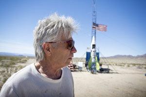 Mike Hughes je samozvaný raketový vedec.
