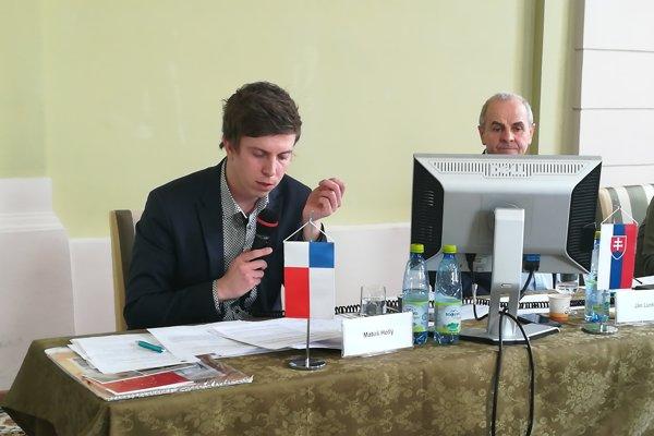 Riaditeľovi Úradu BBSK Matúšovi Hollému (vľavo) poslanci neschválili odmeny.