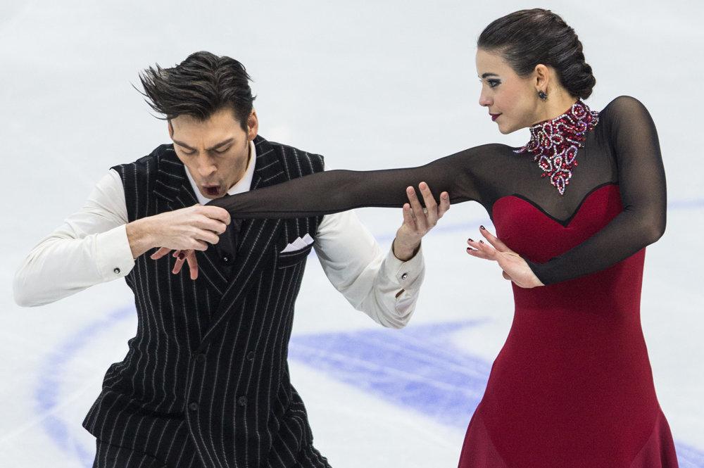Slovenskí reprezentanti v tancoch na ľade Federica Testová a Lukáš Csölley počas krátkeho programu tanečných párov.