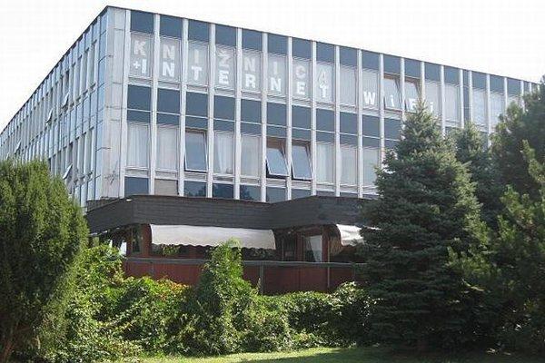 Zemplínska knižnica v Trebišove pozýva na výstavu veselých obrazov plných farieb a hravosti, z dielne výtvarnícky Jany Šlosárovej.