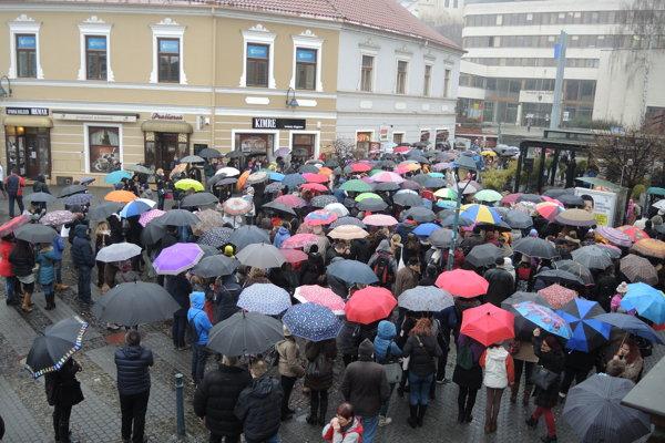 Štrajk prišlo v Trenčíne podporiť takmer 500 ľudí.