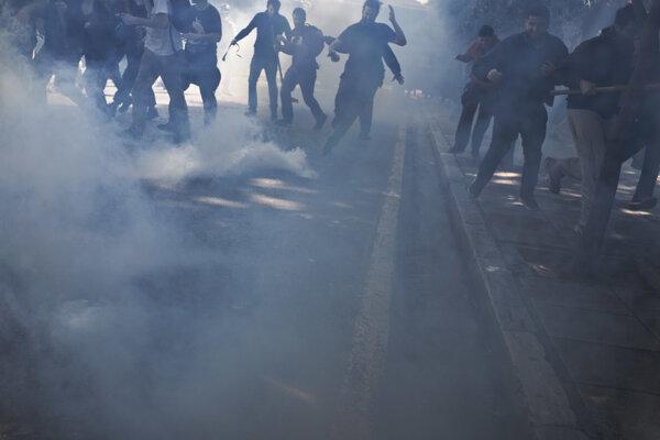 Polícia rozohnala demonštrantov v Grécku.