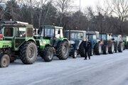 Grécki poľnohospodári zablokovali dôležité cesty, ako aj priechody na hraniciach s Bulharskom a Tureckom.