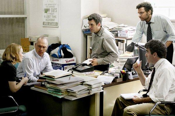 Film Spotlight má 6 nominácií na Oscara. Vkategórii herec aherečka vo vedľajšej úlohe sú nominovaní Rachel McAdams (na snímke vľavo) aMark Ruffalo (v strede).