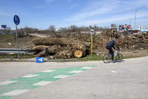 V okolí cyklistického chodníka z Podunajských Biskupíc smerom do centra mesta už prebehli prípravné práce.