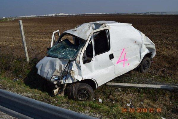 Opitý a bez vodičáku búral krátko po výjazde z Trnavy.
