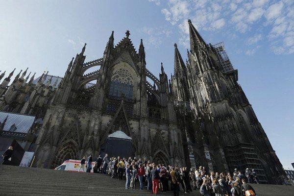 Kolínska katedrála oproti Hlavnej stanici, kde sa odohrávali silvestrovské oslavy.
