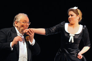 Opera Wolfganga Amadea Mozarta Cosi fan tutte v réžii Martina Čičváka.