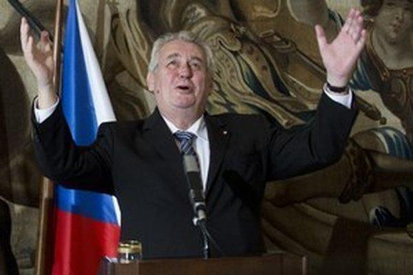 Český prezident nepustí amerického veľvyslanca na Hrad.