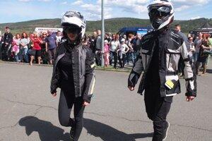 Prehliadka motorkárskej módy.