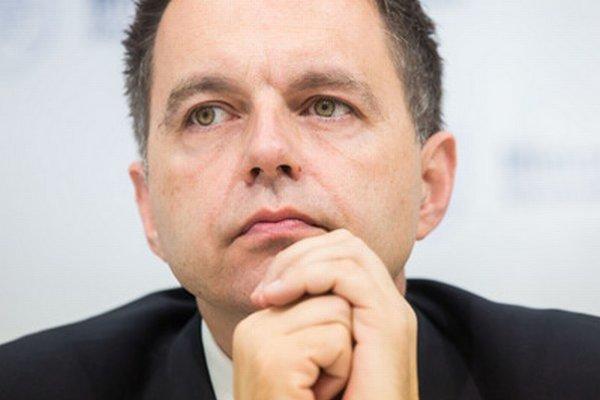 Ministerstvu financií šéfuje Peter Kažimír.