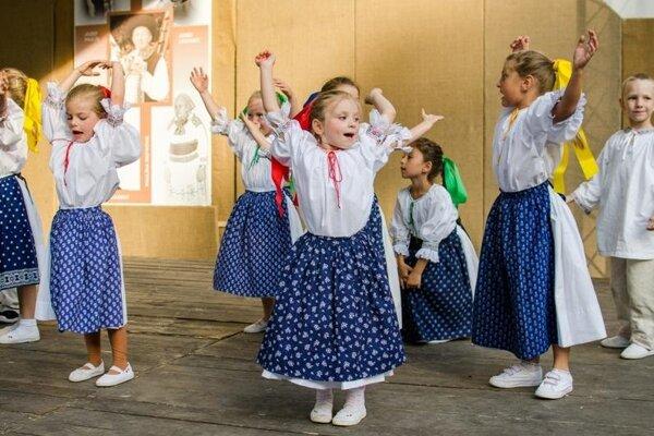 Vystupujúce deti v programe Veselože...