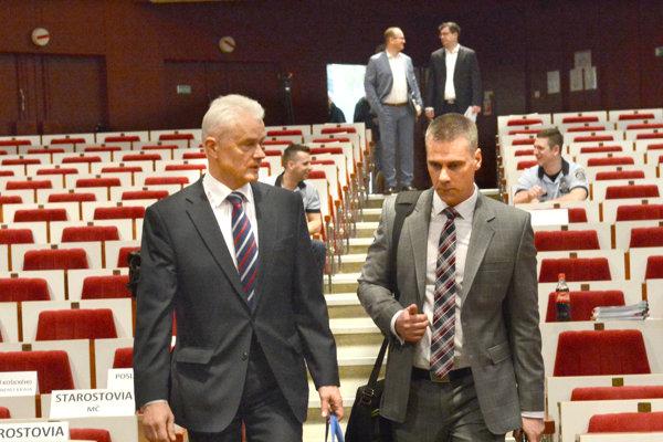 Exnámestník Jakubov a zastupujúci primátor Petruško.