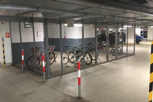 """Zlodej ukradol bicykel z tejto """"klietky""""."""