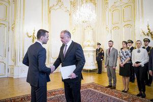 17. apríl2018. Prezident Andrej Kiska prijal demisiu ministra vnútra Tomáša Druckera a vymenoval za ministra vnútra premiéra Petra Pellegriniho.