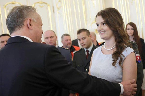Levičanka Natália Benčeková si v Prezidentskom paláci prevzala ocenenie z rúk prezidenta Andreja Kisku.
