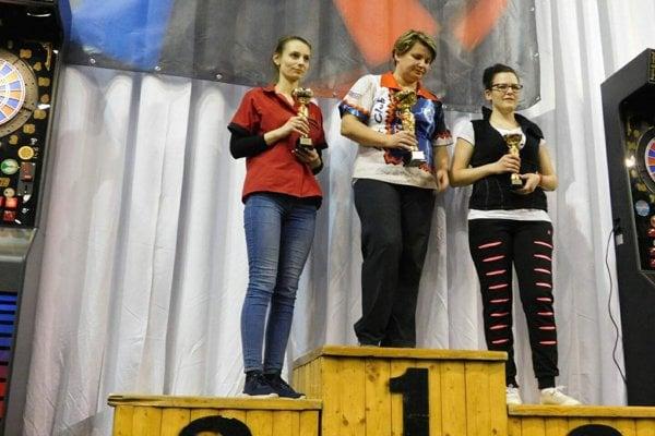Katarína Nagyová (v strede) obhájila titul v crickete