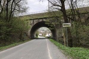 Na snímke viadukt pri vstupe do obce Obišovce.
