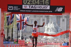 Eliud Kipchoge v cieli Londýnskeho maratónu.