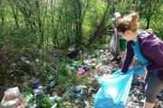Neporiadok v Žiline upratovali dobrovoľníci.