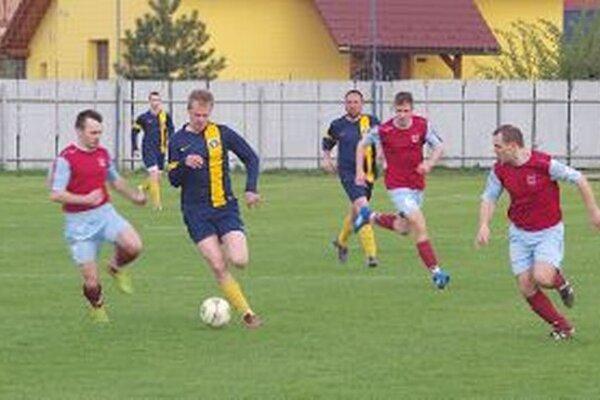 Visolaje (v modrom) nastrieľali šesť gólov.