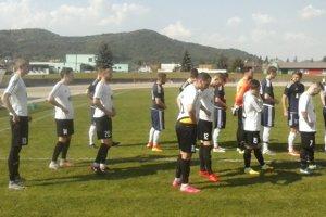 Žarnovica a L. Hrádok nastupujú na zápas.
