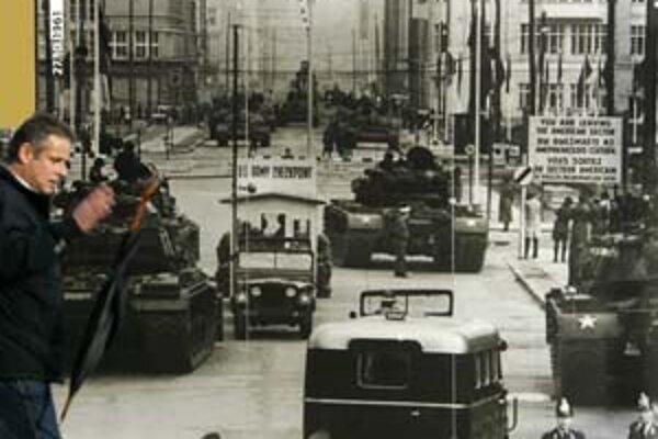 Checkpoint Charlie - bod rozdeľujúci Európu.