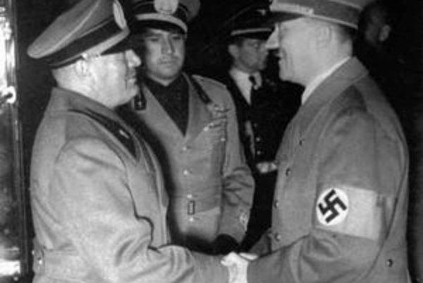 Mussolini a Hitler po podpise mníchovskej dohody.