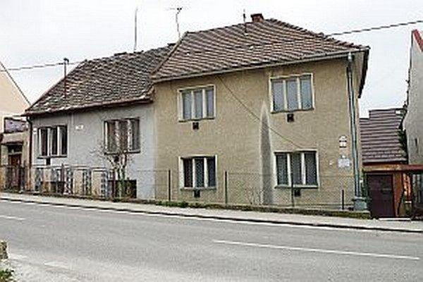 V budove bol klub dôchodcov.