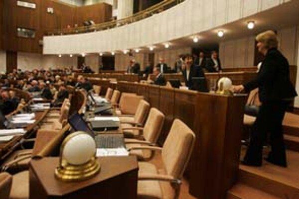 Sú chvíle, keď aj v parlamente zavládne vzácna zhoda.