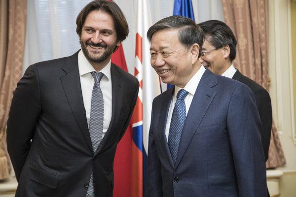 Robert Kaliňák počas prijatia vietnamského ministra verejnej bezpečnosti Toa Lama v marci 2017 v Bratislave.