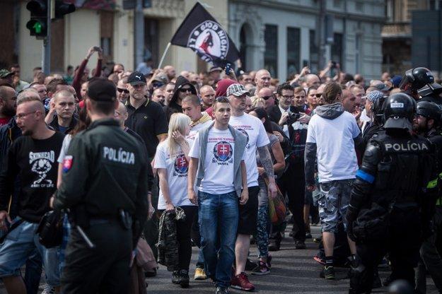 Ľudia sa dnes organizujú spontánne a príležitostne, väčšinou v prípade veľkých káuz, ako napríklad výstavba garáží na Bratislavskom hrade, alebo čo je žalostnejšie, proti prisťahovalcom.