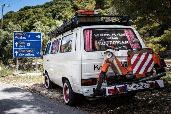 Cestujú na starom Volkswagene