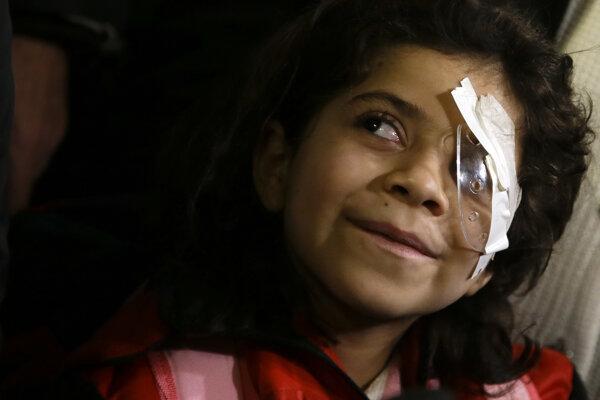 Sedemročná Falak Húráníová z Homsu trpí zriedkavým typom rakoviny postihujúcim očnú sietnicu.