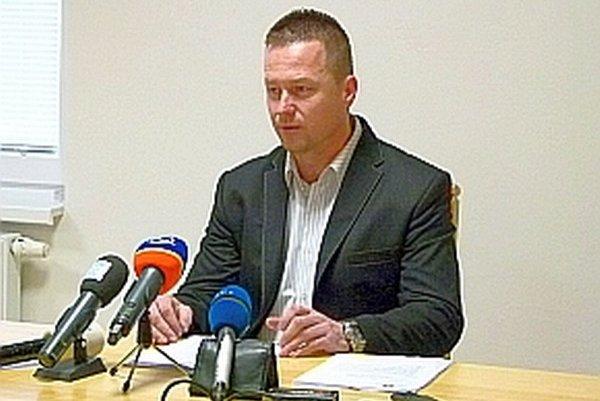 Primátor Rastislav Henek na dnešnej tlačovej konferencii.