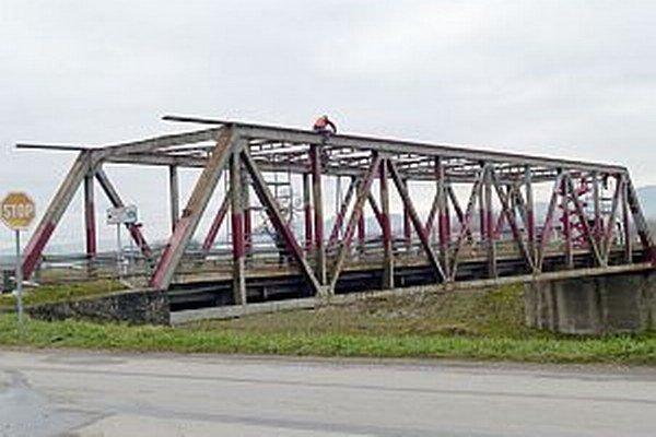 Na moste prebiehajú rekonštrukčné práce.