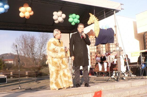 Ľudí na fašiangoch privítal primátor Jozef Dvonč.