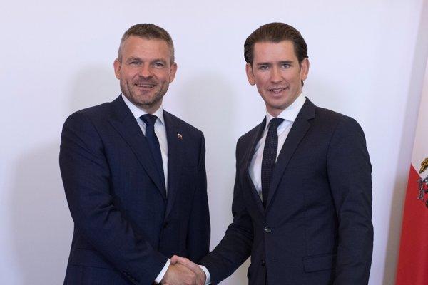 Rakúsky spolkový kancelár Sebastian Kurz a premiér Peter Pellegrini.
