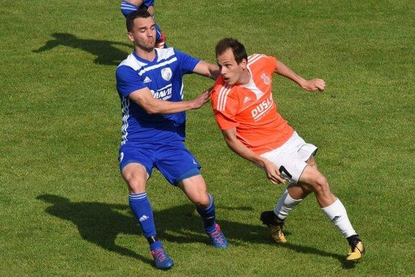 Šaľa vyhrala vo Veľkých Ludinciach 4:1. Jeden gólov strelil Denis Galbavý (vpravo).