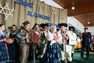 Folklórny súbor Lubená z Poluvsia.