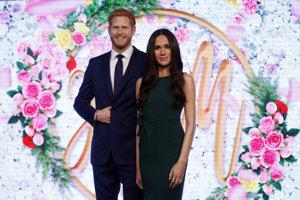 Princ Harry a jeho snúbenica Meghan Markleová vo voskovej podobe.