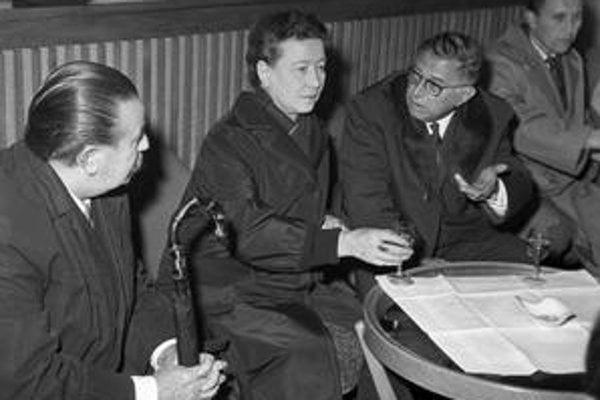 Sartre a de Beauvoirová na Ruzynskom letisku.